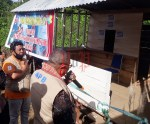 Ketua Tim Gugus Tugas Covid-19 Kab. Sorsel Samsudin Anggiluli guting pita meresmikan Posko Pemantauan Covid-19 Distrik Saifi