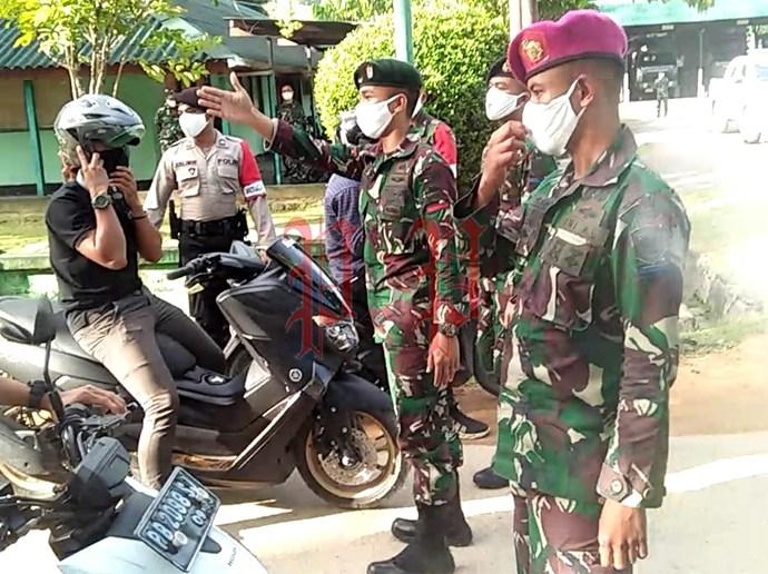 "Simulasi penanganan di tengah penerapan kebijakan ""New Normal"" oleh TNI-Polri. PbP/GPS"