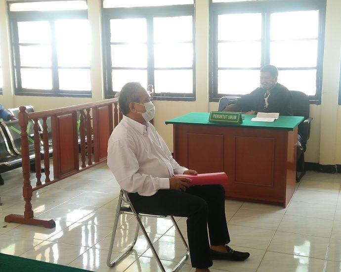 Terdakwa Harold Manderos jalani sidang perdana di PN Sorong, Kamis (16/6/2021). Foto:EYE