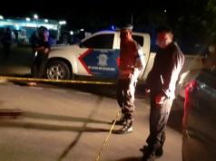 Petugas Kepolisian melakukan olah TKP penemuan jasad Safiora Rahangmetan di Jalan Baru, Kota Sorong Minggu dini hari (3/5/2020)