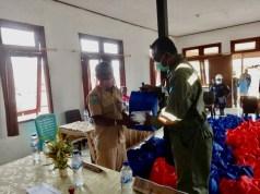 Penyerahan bantuan JPS secara simbolis kepada masyarakat di Distrik Salawati Tengah