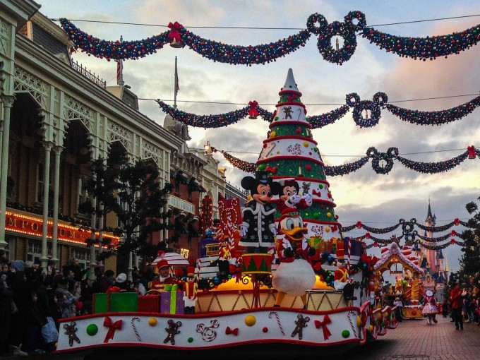 Join In Disneys Christmas Celebration Parade
