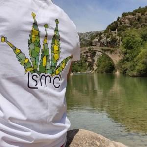 Camiseta hola con logo La Sagrada Maria Club