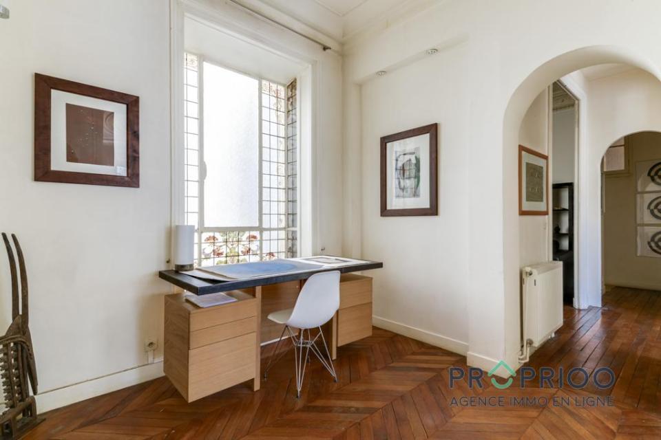 bureau dans l'appartement haussmannien