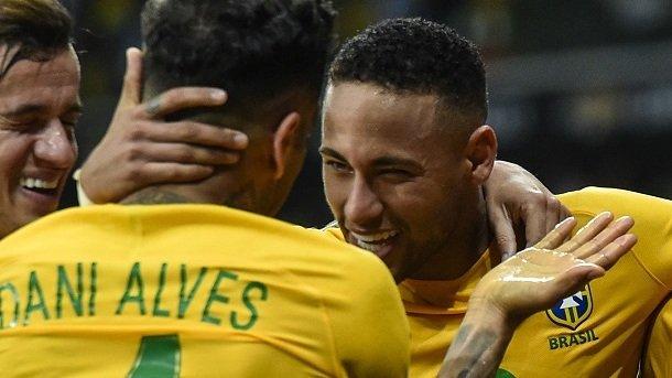 """Diego Forlan: """"Que Dani Alves no se meta como si fuera un pollerudo"""""""