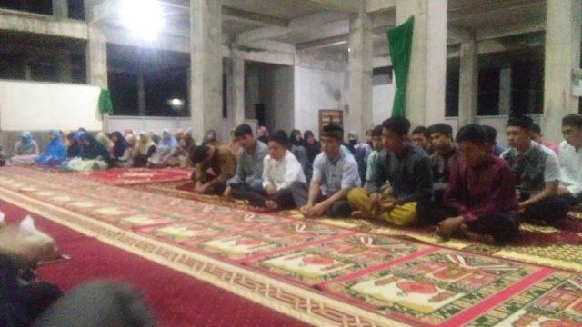 Keluarga Besar Institut Parahikma Indonesia Gelar Zikir Bersama