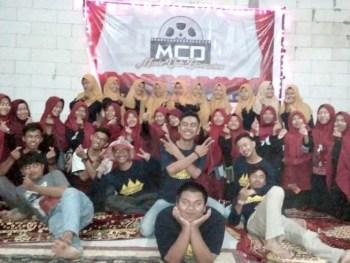 "Nonton Bareng Di ""Bioskop"" Nya Institut Parahikma Indonesia (IPI)"