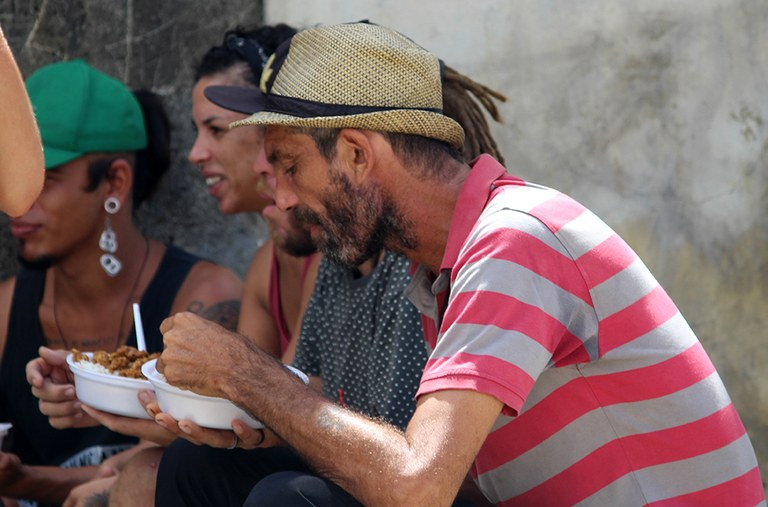 23-04-20 Entrega de alimentos a pessoas em situação de rua  foto- Alberto Machado  (4).JPG