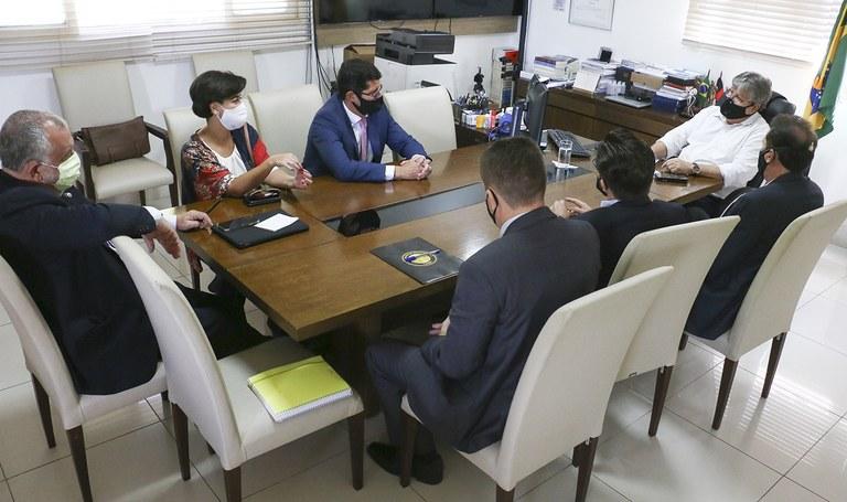 João Azevêdo recebe dirigentes da Aena — Imagem: Secom-PB