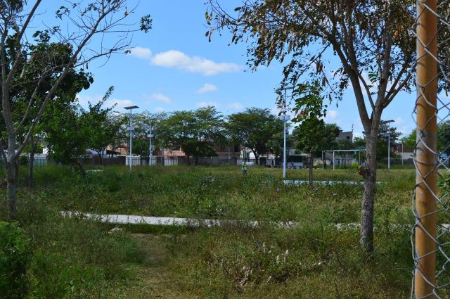 Moradores de CG denunciam situação de abandono da Vila Olímpica Plínio Lemos