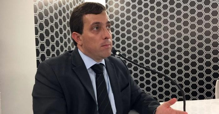 Gervásio Maia usa as redes sociais para prestar homenagem ao pai