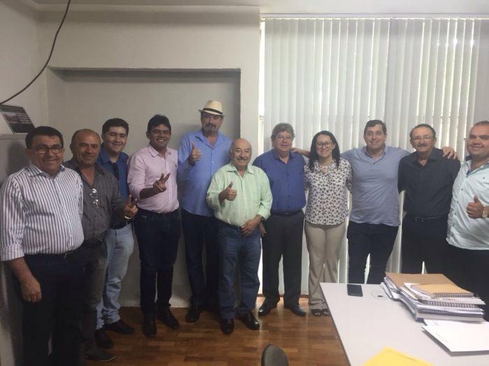 Grupo político de oposição em Uiraúna se reúne com João e ratifica apoio