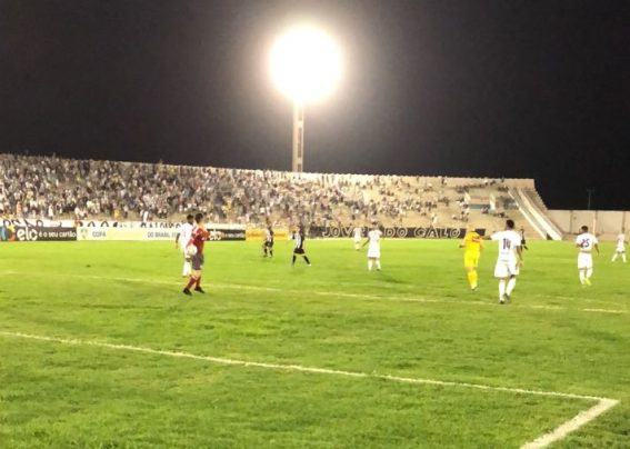 Sem inspiração, Treze perde do Figueirense e dá adeus à Copa do Brasil