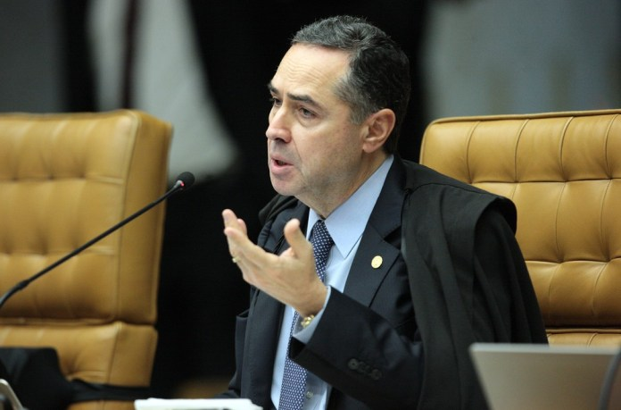 Barroso intima chefe da PF a explicar falas de ação contra Temer