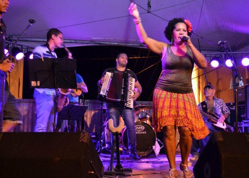 Cantora Meire Lima leva o autêntico forró ao Capitão Farinha, neste sábado