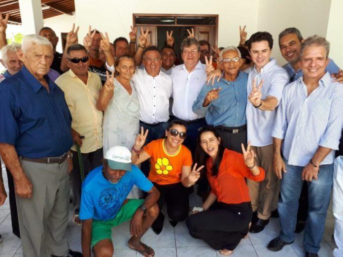 João Azevêdo recebe mais uma adesão, desta vez, de prefeito emedebista