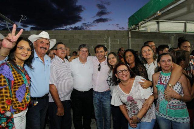 Mais uma prefeita de partido de oposição declara apoio João Azevêdo e Veneziano