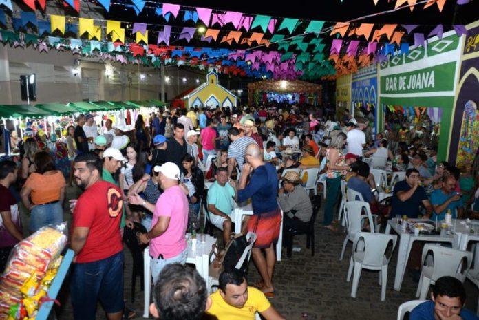 Apesar da tentativa de sabotagem, primeira noite do São João de Monteiro atrai multidão