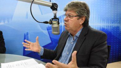 """João vê 'inexperiência' em Lucélio e ironiza: """"carteira de trabalho deve ser virgem ainda"""""""