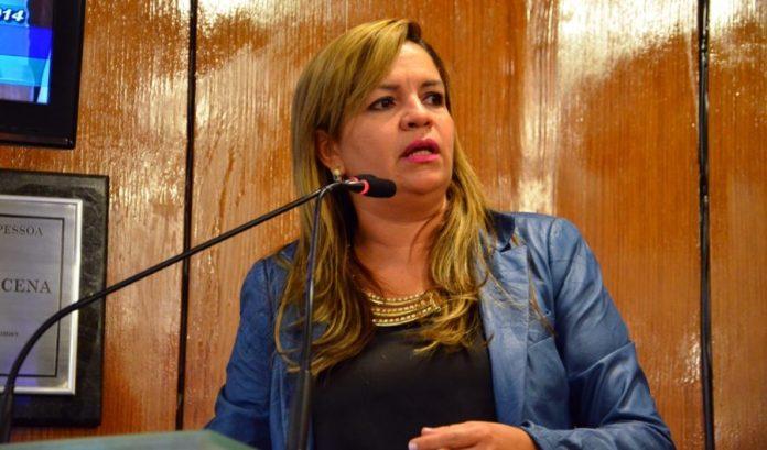 Vereadora protocola queixa-crime contra assessor de Cartaxo que teria ligado seu nome a facção
