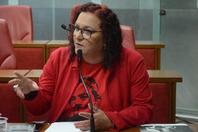 Parlamentar acusa Cartaxo de governar para ricos e pede redução do preço da passagem de ônibus