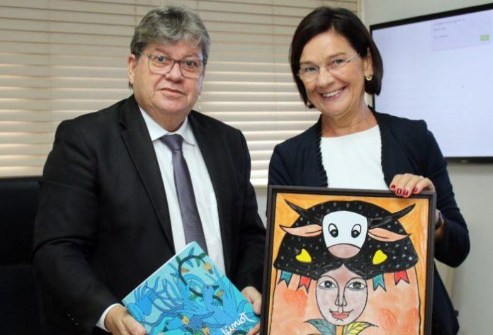 João Azevêdo discute parcerias com cônsul geral da Alemanha para o NE