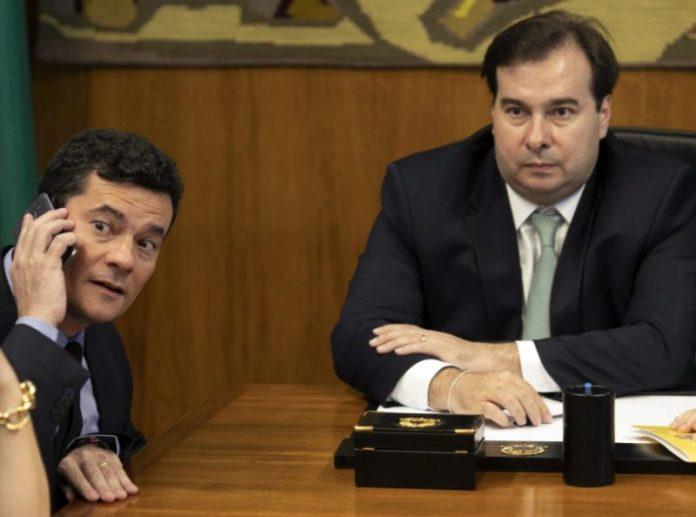 """Maia chama Moro de """"funcionário de Bolsonaro"""" e ataca pacote anticrime"""