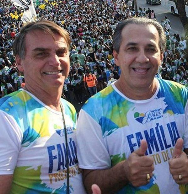 """Pastor Malafaia pede para filho de Bolsonaro parar de """"falar asneira"""""""