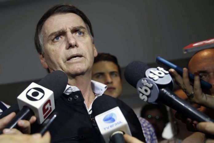 Bolsonaro usa microfone da TV Globo para voltar a atacar povo nordestino