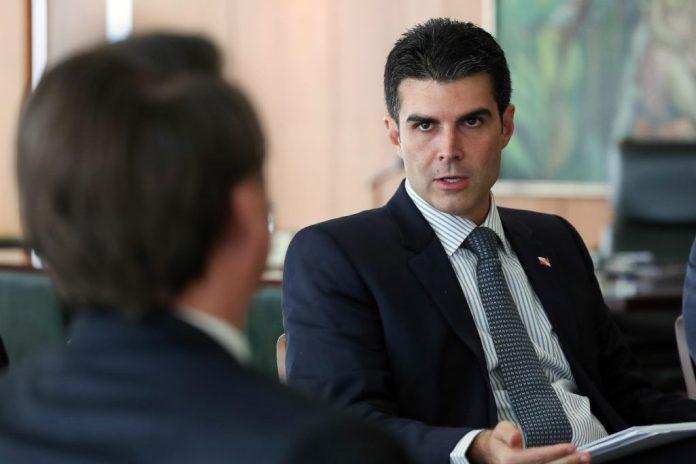 Mais um governador revela que está com o novo coronavírus no Brasil