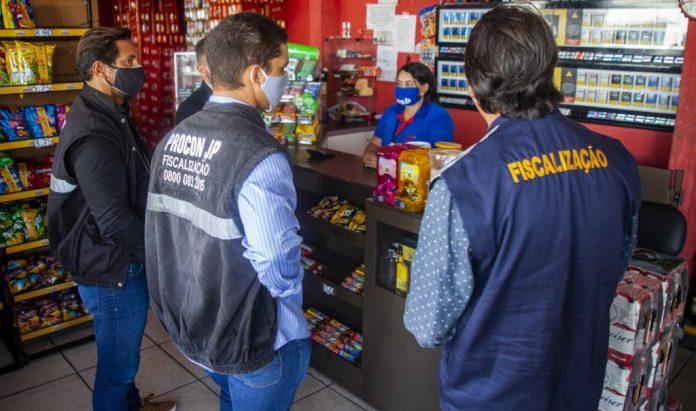 PMJP fecha estabelecimentos comerciais por 'furarem' decreto do isolamento