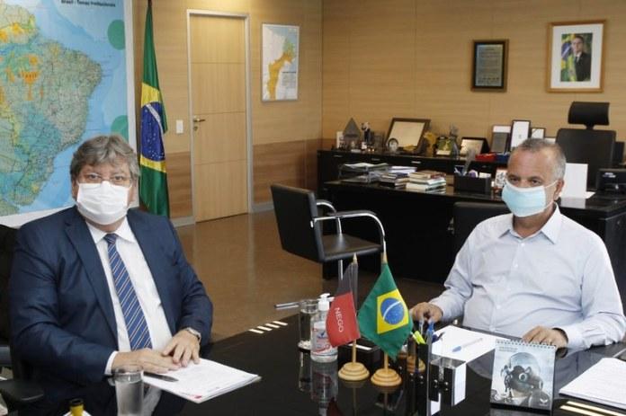 João se reúne com ministro e assegura investimento em habitação em Patos