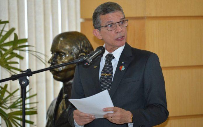 Bolsonaro indica geral Joaquim Silva e Luna para presidir Petrobras