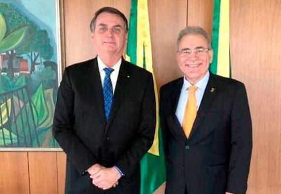 Bolsonaro se reúne com médico paraibano cotado para o Ministro da Saúde