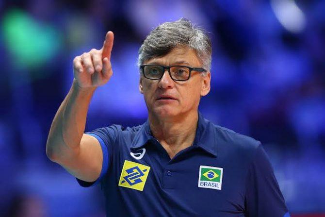 Covid-19: técnico da Seleção Brasileira de vôlei masculino é intubado