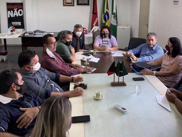 Efraim Filho recebe apoio da prefeita de Bayeux e garante recursos ao município