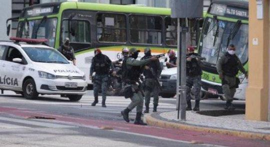 Comandante da PM é exonerado após ação policial violenta em ato no RE