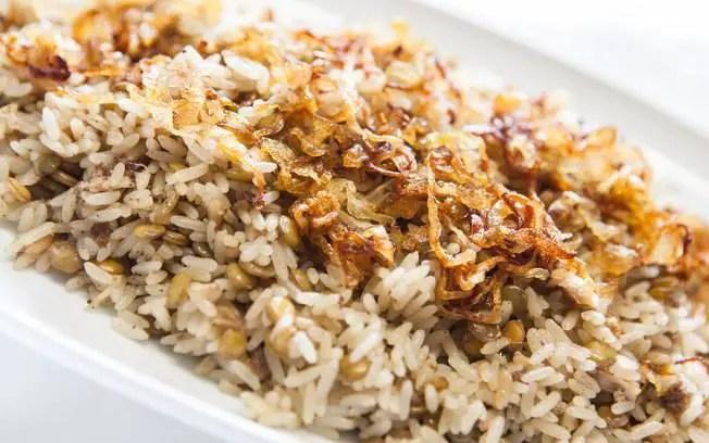 arroz-com-lentilha-e-cebola-caramelizada