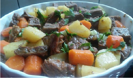 carne-cozida-com-legumes