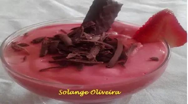 Tem Na Web - Mousse de Morango com Chocolate - Deliciosa opção de sobremesa!