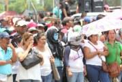 Padres de familia marchan en apoyo a maestros en Oaxaca