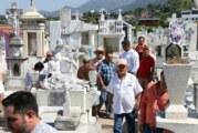 Abarrotados los panteones de Puerto Vallarta; estiman más de 150 mil asistentes