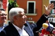 Surge polémica por beso de López Obrador a una reportera