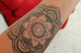 Con tatuajes recientes debe evitarse la exposición a rayos solares