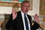 Embajador británico en EU renuncia tras polémica con Trump