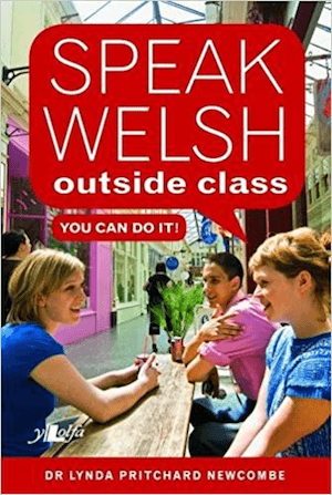 Speak Welsh Outside Class gan Lynda Newcombe