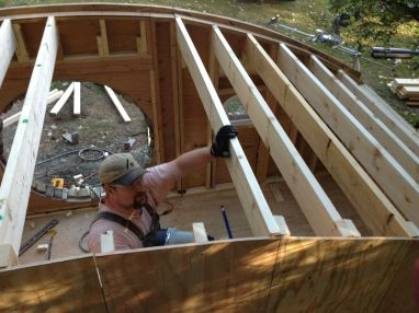 Aseguro el techo de la casa Hobbit