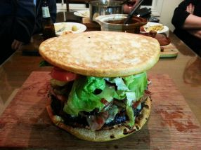 Y listo, una apetitosa pizza burger.