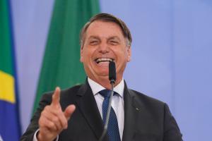 'Essa de 50% é uma boa?', pergunta Bolsonaro ao ironizar eficácia da Coronavac