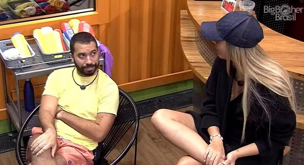 Karol Conká é a vilã do BBB, diz Gilberto a Sarah antes da Prova do Líder
